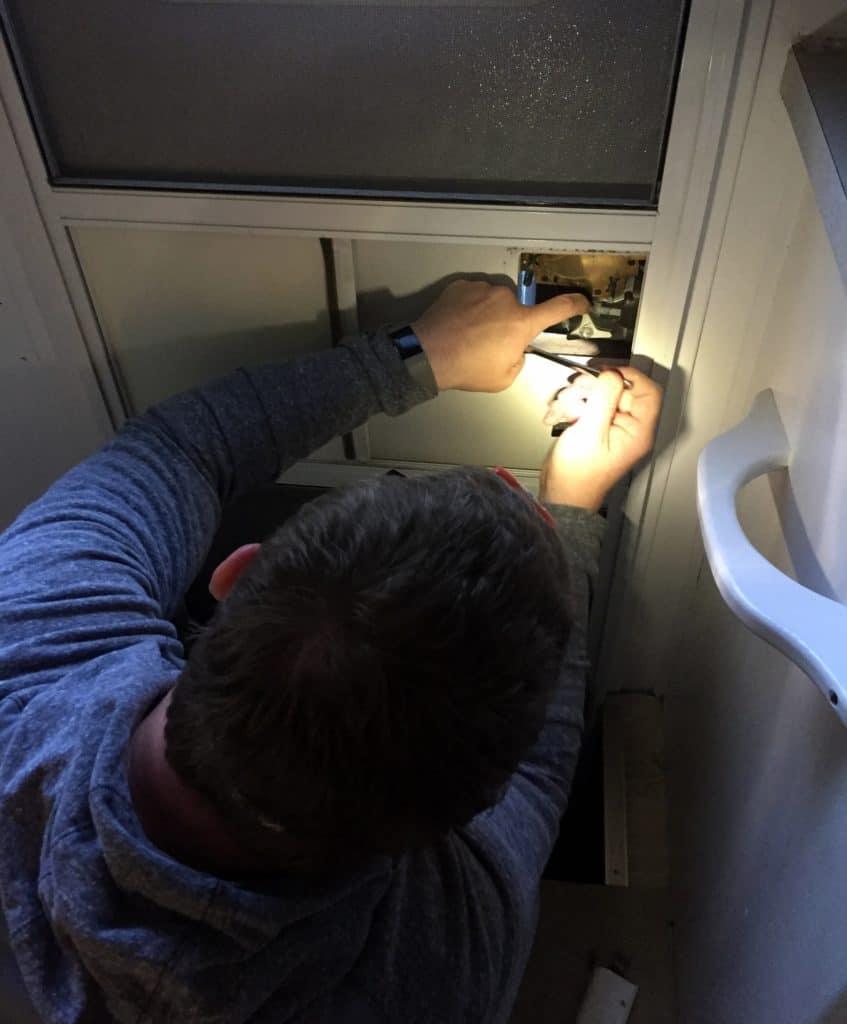 inspecting rv door lock set