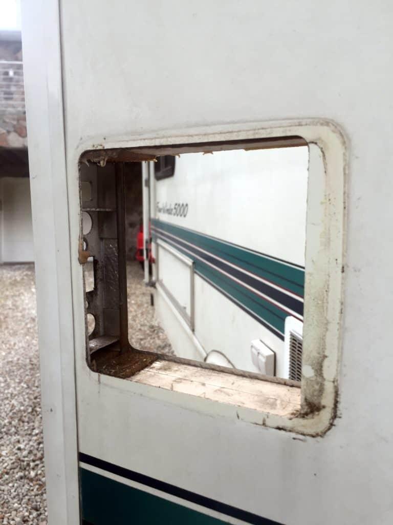 rv door with no lock set
